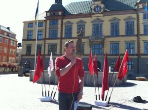 Joel Hamberg talar på Fristadstorget