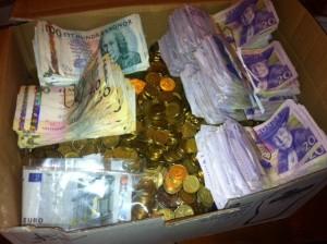 En låda full med pengar