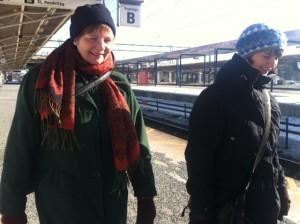 Maud Ekman och Maria Chergui på väg mot folkhälsoseminarium