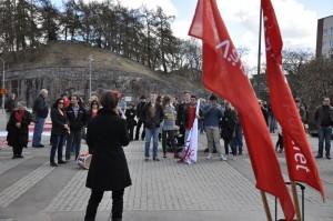 150 personer hade samlats på Järntorget