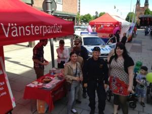 Vänsterpartiet tillsammas med Pernilla från polisen